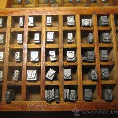 Antigüedades: CAJITA LETRAS DE IMPRENTA DE 40 APARTADOS - 28 FOLIO NEGRA VERSAL. Lote 34164506