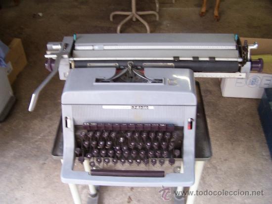Antigüedades: Olivetti linea 88, funcionando. Con soporte de oficina Involca - Foto 5 - 34198941