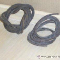 Antigüedades: TRES CORREAS ANTIGUAS DE MAQUINA DE COSER DE CUERO. Lote 34215149