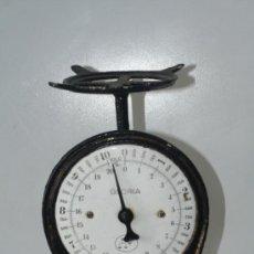 Antigüedades: PESO O BASCULA EN HIERRO. PRINCIPIOS S. XX. PESO HASTA 10 KG. MEDIDAS 27 CM DE ALTO X 15 CM DE ANCHO. Lote 34227407