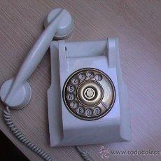 Téléphones: TELEFONO BLANCO DE BAQUELITA ANTIGUO DE PARED, PRECIOSO. Lote 34272372
