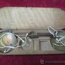 Antigüedades: CAJA Y BALANZA PARA PESAR ORO S. XVIII. Lote 34334401