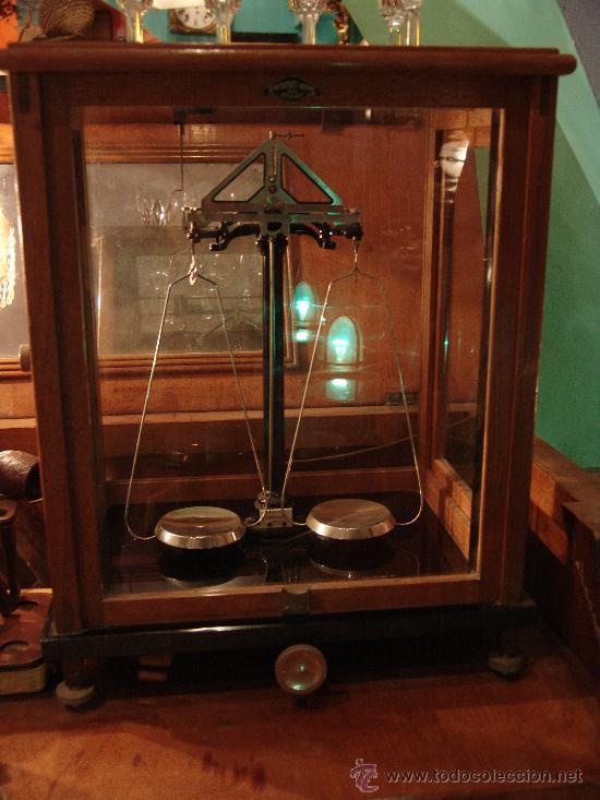 ANTIGUA BALANZA DE PRECISIÓN EN CAJA DE MADERA (Antigüedades - Técnicas - Medidas de Peso - Balanzas Antiguas)
