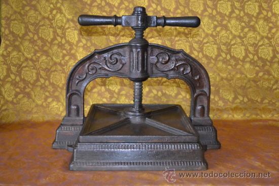 BONITA PRENSA DE LIBROS DE IMPRENTA LABRADA HIERRO FUNDIDO (Antigüedades - Técnicas - Herramientas Profesionales - Imprenta)