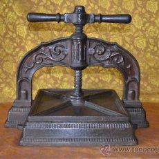 Antigüedades: BONITA PRENSA DE LIBROS DE IMPRENTA LABRADA HIERRO FUNDIDO. Lote 42354961