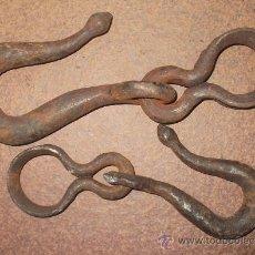 Antiquités: DOS GANCHOS DE HIERRO ANTIGUOS. Lote 34400953