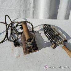 Antigüedades: ANTIGUA PLANCHA ELÉCTRICA CON REPOSAPLANCHAS.. Lote 34504349