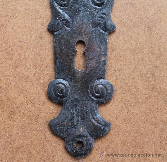 Antigüedades: ANTIGUO BOCALLAVE PUERTA HIERRO FORJA SIGLO XIX – BOCALLAVES EMBELLECEDOR PARA PUERTA - 26 CM - Foto 2 - 34567230