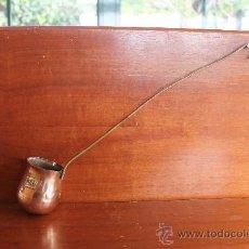 Antigüedades: ANTIGUO CAZO INGLES PARA CALENTAR RON 38 CM DE LARGO DE METAL. Lote 34586707
