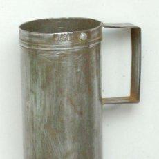 Antigüedades: MEDIDA DE CUARTO DE LITRO DE METAL, ANTIGUO. Lote 34624800