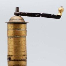 Antigüedades: MOLINILLO DE CAFE BRONCE HIERRO FORJADO FINALES S XVIII PPOS S XIX. Lote 34758868