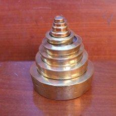 Antigüedades: IMPORTANTE Y MAGNIFICO JUEGO DE PESAS INGLESAS EN BRONCE TOTAL HAY 9 PESAN 3598 GR - PIEZA COLECCION. Lote 34959573