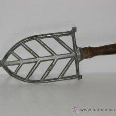 Antigüedades: ANTIGUO REPOSA PLANCHAS DE ALUMINO. Lote 35049032