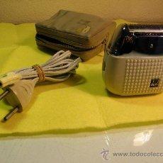 Antigüedades: MAQUINA DE AFEITAR ELECTRICA DUAL - 1.960/65 - . EN FUNCIONAMIENTO. PERFEC. EST. DESCRIP. DETALLADA. Lote 35184560