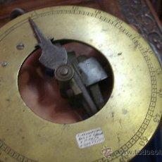 Antigüedades: ANTIGUO DINAMÓMETRO ORIGINAL DEL SIGLO XVIII DE FORJA Y BRONCE - TOTALMENTE OPERATIVO -. Lote 35346937