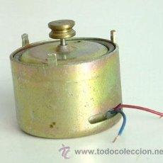 Antigüedades: PEQUEÑO MOTOR FUNCIONANDO A 12 V.. Lote 35225979