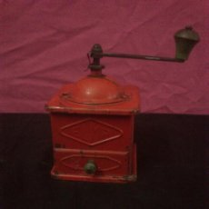 Antigüedades: ANTIGUO MOLINILLO METALICO DE CAFE DE LA MARCA ELMA COLOR ROJO. Lote 178436681