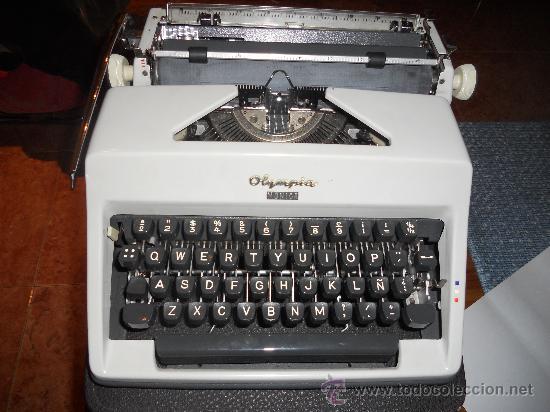 MAQUINA DE ESCRIBIR OLYMPIA WERKE AG. (Antigüedades - Técnicas - Máquinas de Escribir Antiguas - Olympia)