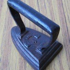 Antigüedades: PLANCHA DE HIERRO .. TAMAÑO PEQUEÑO. Lote 35362479