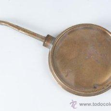 Antigüedades: PIEZA DE LATON PARA EL ACEITE CIRCA 1900. Lote 35405388
