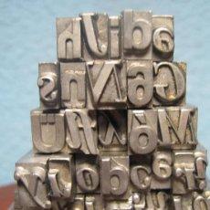 Antigüedades: IMPRENTA, LETRAS DE PLOMO SOBRE PEANA METACRILATO - REF. META 7. Lote 35410965