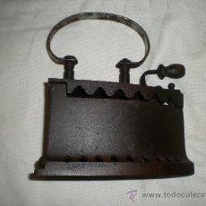 Antigüedades: MUY ANTIGUA PLANCHA DE CARBÓN. Lote 35434484