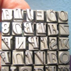 Antigüedades: IMPRENTA, LETRAS DE PLOMO SOBRE PEANA METACRILATO - REF. META 50 PIEZA DECORATIVA UNICA. Lote 35625431