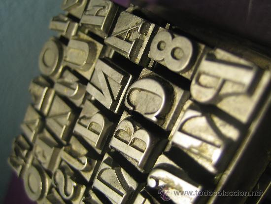 Antigüedades: IMPRENTA, LETRAS DE PLOMO SOBRE PEANA METACRILATO - REF. META 50 PIEZA DECORATIVA UNICA - Foto 5 - 35625431