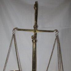 Antigüedades: PRECIOSA ANTIGUA BALANZA BRONCE - 43 CMS. ALTO - BASCULA - PESA. Lote 35741190