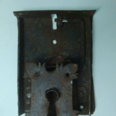 Antigüedades: BOCALLAVE ANTIGUO CON SU CERRADURA ORIGINAL SIGLO XVII APROXI.. Lote 35844349