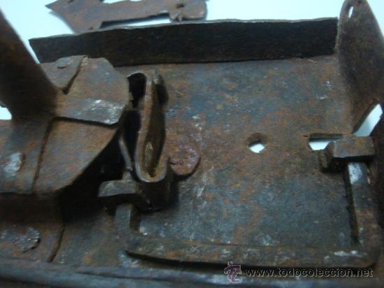 Antigüedades: Bocallave antiguo con su cerradura original siglo XVII aproxi. - Foto 5 - 35844349