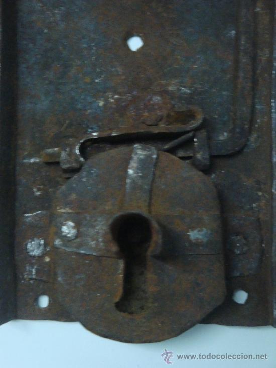 Antigüedades: Bocallave antiguo con su cerradura original siglo XVII aproxi. - Foto 3 - 35844349