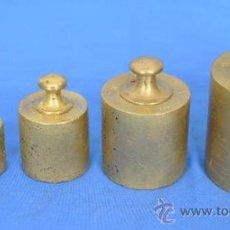 Antigüedades: CINCO PESAS DE METAL PARA BALANZA.. Lote 35844265