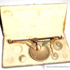 Antigüedades: AZAFRANERO, KILATERO DE FORJA CON ESTUCHE FUNDA VERDE, ONZA , DURO. Lote 35883231