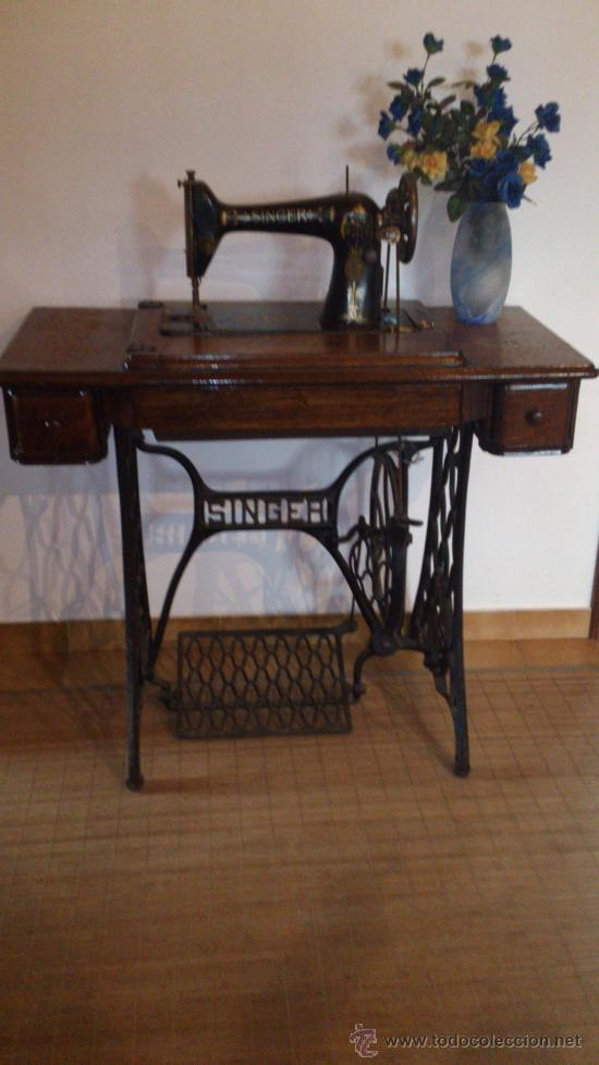Maquina de coser singer con mesa funcionando comprar for Mesa para maquina de coser