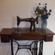 Antigüedades: MAQUINA DE COSER SINGER CON MESA - FUNCIONANDO - MESA RESTAURADA. Lote 35894490