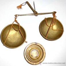 Antigüedades: KILATERO AZAFRANERO DE BRONCE CON PESAS EN LIBRAS, SELLOS . Lote 35901473