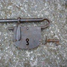 Antigüedades: CANDADO FORJA CON LLAVE. Lote 35905316