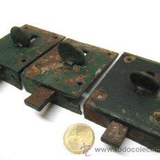 Antigüedades: LOTE 3 ANTIGUOS PESTILLOS CERROJOS HIERRO PARA PUERTA. Lote 86051480