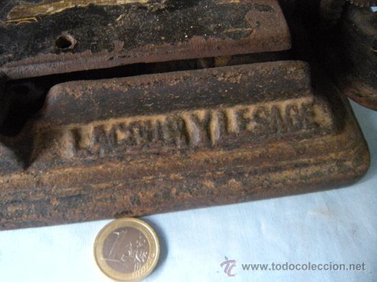 Antigüedades: ANTIGUA MÁQUINA DE COSER. S. XIX , LACOUR Y LESAGE. - Foto 2 - 147524681