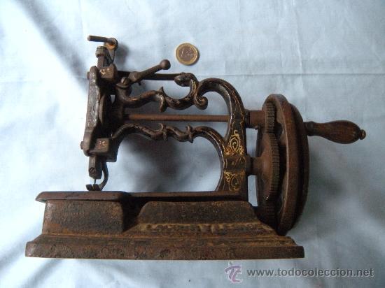 ANTIGUA MÁQUINA DE COSER. S. XIX , LACOUR Y LESAGE. (Antigüedades - Técnicas - Máquinas de Coser Antiguas - Otras)