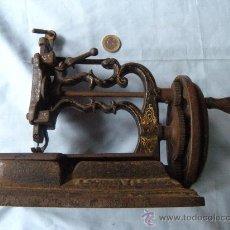 Antigüedades: ANTIGUA MÁQUINA DE COSER. S. XIX , LACOUR Y LESAGE. . Lote 147524681