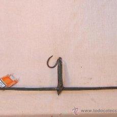 Antigüedades: BRAZO DE BALANZA EN HIERRO FUNDIDO. Lote 36066912