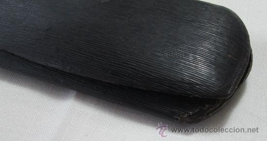 Antigüedades: Antiguo estuche para gafas en metal y forro de piel negra - Foto 5 - 223968451