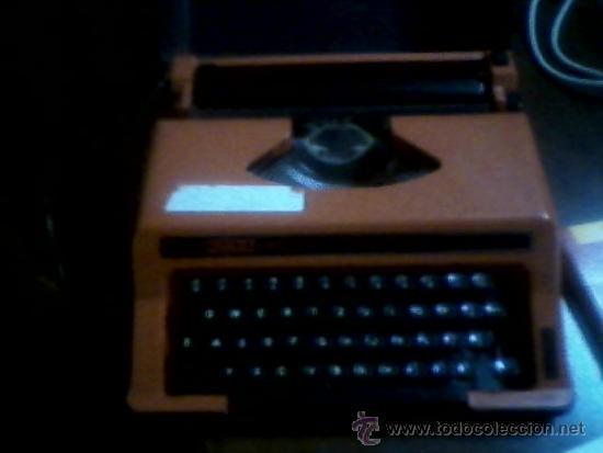 MÁQUINA DE ESCRIBIR UTAX100 CON ESTUCHE. (Antigüedades - Técnicas - Máquinas de Escribir Antiguas - Otras)