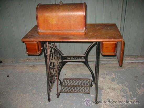 Antigüedades: Antigua maquina de coser Singer con tapa original con lateral extensible, 2 cajones y complementos. - Foto 2 - 36249895