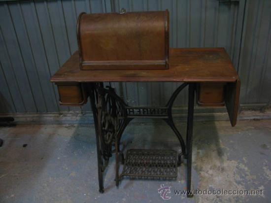 Antigüedades: Antigua maquina de coser Singer con tapa original con lateral extensible, 2 cajones y complementos. - Foto 3 - 36249895
