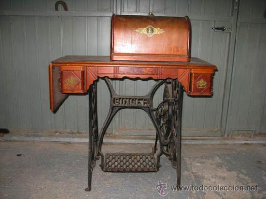 Antigüedades: Antigua maquina de coser Singer con tapa original con lateral extensible, 2 cajones y complementos. - Foto 4 - 36249895