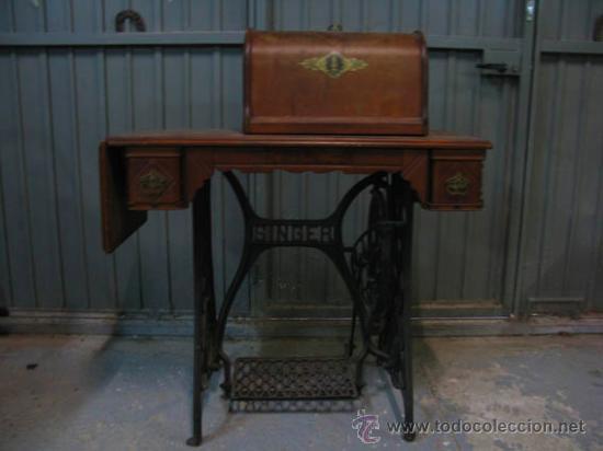 Antigüedades: Antigua maquina de coser Singer con tapa original con lateral extensible, 2 cajones y complementos. - Foto 5 - 36249895