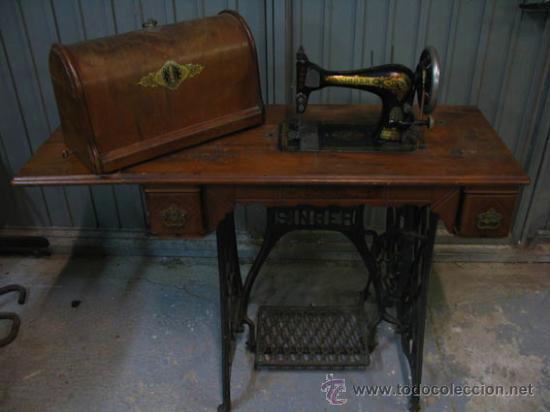 Antigüedades: Antigua maquina de coser Singer con tapa original con lateral extensible, 2 cajones y complementos. - Foto 6 - 36249895